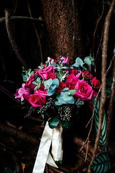 (Foto: Flavia Valsani) Renata & Filipe - Mini Wedding - Todos os casamentos deviam ter Kombi ou fusquinha, não acham? A gente acha um charme <3