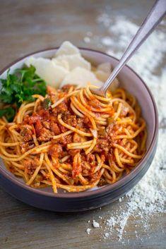Spaghetti Sauce From Scratch, Best Spaghetti Sauce, Homemade Spaghetti Sauce, Spaghetti Recipes, Homemade Pasta, Homemade Recipe, Dinner Dishes, Pasta Dishes, Best Pizza Dough Recipe