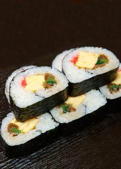 Japanese Sushi Rolls 巻き寿司・太巻き