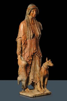 Antico manufatto in terracotta di gusto etrusco raffigurante Diana cacciatrice