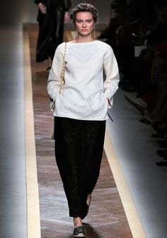 Valentino Spring 2012 RTW - Review - Fashion Week - Runway, Fashion Shows and Collections - Vogue