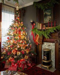 Far Above Rubies: Victorian farmhouse Christmas Christmas Interiors, Christmas Bedroom, Christmas Home, Vintage Christmas, Christmas Ideas, Country Christmas, Victorian Christmas Tree, Merry Christmas, Tartan Christmas