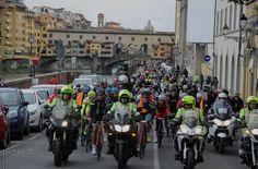 Successo per la terza edizione della #Granfondo #Firenze De Rosa, che in questo 2015 è stata capace di registrare nella lista degli iscritti ben 3400 nomi.  Ecco report, foto e classifiche della gara  http://www.mondociclismo.com/granfondo-firenze-de-rosa-in-3000-sulle-strade-fiorentine-foto-e-classifiche20150419.htm  #ciclismo #Toscana #mondociclismo