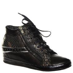 #Sneaker #Khrio in pelle laminata nera http://www.tentazioneshop.it/scarpe-khrio/sneaker-24074-nero-khrio.html