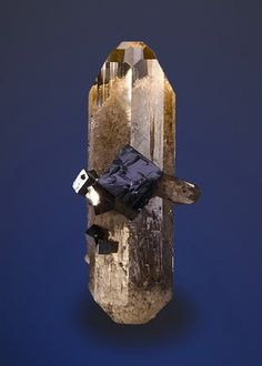 Bixbyite on Topaz from Utah / Mineral Friends <3