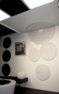 Habitare 2013. AO-allover INNOturf -akustolevyt seinällä ja LEDinno-valaisinpaneelit katossa - AO-allover INNOturf acoustic slabs in the wall and LEDinno -panel lights in the ceiling. Saatavilla/Available in: http://www.taloon.com/ds/hakutulokset?b=AO-allover
