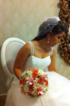 Buquê fake - Uma linda noiva, um lindo buquê.
