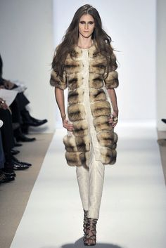 Dennis Basso Fall 2009 Ready-to-Wear Fashion Show - Daiane Conterato