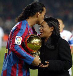 Ronaldinho y su madre, Dona Miguelina.