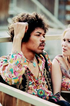 Jimi Hendrix sits next to Carmen Borrero in a Pool Box seat during afternoon sound check at the Hollywood Bowl, Sept. Easy Guitar, Guitar Tips, Guitar Lessons, Guitar Songs, Hard Rock, Jimi Hendricks, Historia Do Rock, Electric Ladyland, Seattle