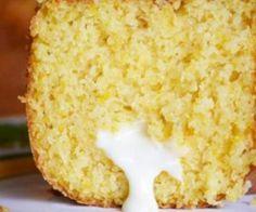 BOLO DE MILHO COM REQUEIJÃO Ingredientes • 1 lata de milho verde (sem água da conserva) • 1 lata (a mesma do milho) de flocos de milho pré-cozidos (Milharina) • 3 ovos • 1 lata de açúcar • 1/2 lata de leite • 1/2 lata de óleo • 1 pitada de sal • 3 colheres de sopa rasa de farinha de trigo • 1 colher de sopa rasa de fermento em pó • 1 copo de requeijão cremoso consistente (melhor que não seja light)
