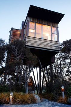 Cabin on stilts / The Green Life <3