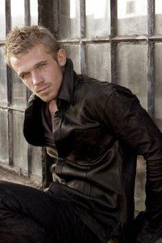 Cam Gigandet. My fav actor in the first Twilight movie.