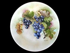 LE ARTI DEL FUOCO: Pittura su porcellana Decoupage, Miniature Calendar, China Painting, Fruit And Veg, Raisin, Art Pictures, Watercolor Art, Decorative Plates, Pottery