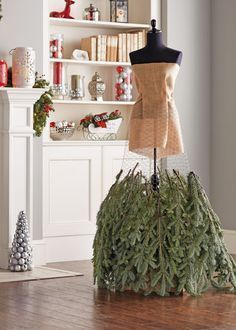 christmas dress Make a Christmas Tree Dress Mannequin Christmas Tree, Dress Form Christmas Tree, How To Make Christmas Tree, Winter Christmas, Christmas Tree Costume, Christmas Projects, Christmas Crafts, Christmas Garden, Homemade Christmas