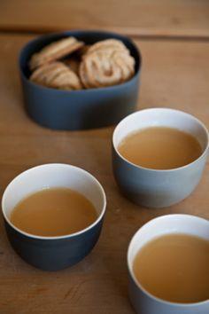 こんな素敵な器たちでお茶の時間を過ごしたら、心の隅々まで温かさがしみこみそう。