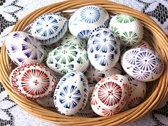 kraslice malované voskem Eastern Eggs, Egg Dye, Egg Decorating, Decorative Plates, Projects To Try, Wax, Christmas, Crafts, Target