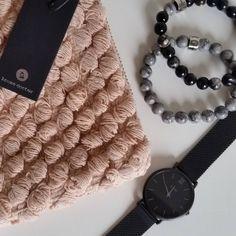 My personal favorites♥ Het zacht roze clutchje is van @housedoctor en net nieuw binnen. De armbanden zijn van @kleingeluk_jewellery en het horloge is van @cluse. . . . . #housedoctor #kleingeluk #cluse #clutch #tasje #armbanden #natuursteen #black #grey #pink #newcollection #webshop #personal #favorites #loveit #webwinkel #webshop #onlineshop #ideeenopdoen #inspiration #inspiratie #followforfollow #followmeformore #womensbest #instagram #opeigenhoutjelifestyle #oehvoorjou