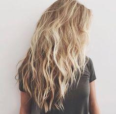 Wavy Hairstyle Informations About Wirklich attraktive lange gewellte Frisuren Pin You can eas Messy Hairstyles, Pretty Hairstyles, Holiday Hairstyles, Latest Hairstyles, Hair Day, New Hair, Beach Blonde Hair, Beach Hair Color, Messy Blonde Hair