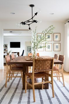 Get inspired by these dining room decor ideas! From dining room furniture ideas, dining room lighting inspirations and the best dining room decor inspirations, you'll find everything here! Dining Room Design, Dining Room Furniture, Dining Area, Leather Dining Room Chairs, Small Dining, Furniture Ideas, Woven Dining Chairs, Black Dinning Room Table, Dining Room Decorating