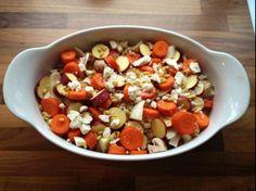 INGREDIENTEN  winterwortel, zoete aardappel, venkel, kastanje champignon, pijnboompitten en geitenkaas.     BEREIDING  40 minuten in de oven van 220 graden; alles rauw met beetje olijfolie en zout er over,