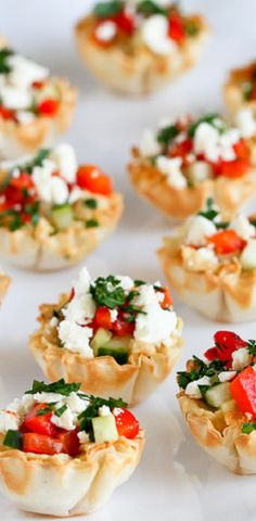 These easy and addictive Hummus & Roasted #MiniPepper Phyllo Bites are perfect for entertaining or healthy snacking