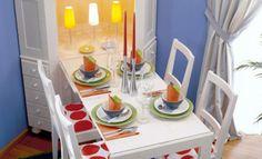 Nicht in allen Wohnungen ist Platz für einen großen Esstisch: Wir zeigen Ihnen, wie Sie einen ausklappbaren Esstisch im Eckschrank selber bauen können