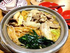 美味しそうですね‼  ピリ辛味と鶏は相性いいですもんね(^-^)/ 今日はすき焼きを食べたはずなのに、食べたいーと思ってしまいました。(#^.^#) - 13件のもぐもぐ - Homemade: Spicy Chicken & Vegetable Tabletop Hot Pot Dish by Helen Escosora
