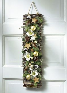 Zu Weihnachten basteln - Wundervolle DIY Bastelideen zum Fest Tinker for Christmas - DIY craft ideas - Christmas decorating ideas déco Noel Christmas, Rustic Christmas, Simple Christmas, Christmas Wreaths, Christmas Ornaments, Christmas Ideas, Art Floral Noel, Deco Floral, Diy Weihnachten