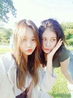 Umji with Somi♡ Jeon Somi, Korean Girl, Asian Girl, Korean Friends, G Friend, Asian Fashion, Women's Fashion, Kpop Girls, Friend Pictures