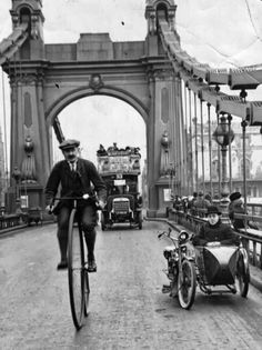 A cyclist riding a penny farthing over Hammersmith Bridge, London. (Photo by Hulton Archive/Getty Images) London in the Victorian Era