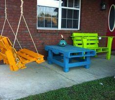 table-basse-balancelle-et-banc-en-palette-bois-peinture-orange-bleu-vert-anis - Decoration maison, Idees deco interieur, astuces et peinture