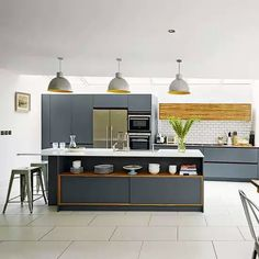 Looking for grey kitchen ideas? If you're looking for an alternative to white kitchen units, you can't go wrong with grey cabinetry and grey kitchen tiles Home Kitchens, Modern Kitchen Design Grey, Contemporary Kitchen, Kitchen Remodel, Grey Kitchen Designs, Kitchen Decor, Best Kitchen Designs, New Kitchen, Kitchen Interior