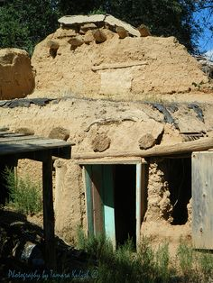 Old Adobe House old adobe ruin outside of Taos, New Mexico. Ancient Architecture, Architecture Interiors, Images Of Desert, Desert Aesthetic, Adobe House, Santa Fe Style, Thing 1, Conquistador, Southwest Style