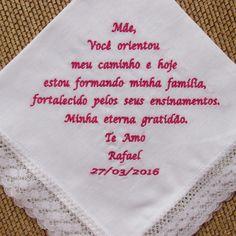"""(Consulte o número de caracteres de sua frase, antes de efetuar a compra) Lenços LÁGRIMAS DE ALEGRIA em tecido, que podem ser entregues a padrinhos, madrinhas, pais, avós e amigos próximos, para conter as """"lágrimas de alegria"""", que durante a cerimônia podem se emocionar. Lenço confeccionado e..."""
