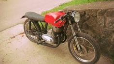 jawa 350 cafe racer Jawa 350, Cafe Bike, Custom Cafe Racer, Mini Bike, Cars And Motorcycles, Motorbikes, Vehicles, Garage, Cafe Racers