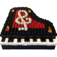 PIANO 3D EN BONBONS Chocolates, Sweet Trees, Candy Pop, Candy Cakes, Chocolate Bouquet, Ideas Para Fiestas, Candy Store, Dessert, Marshmallow