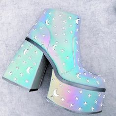 Legit some of the most magical little platform boots ever created. Hope your Monday is going as well as possible. Pretty Shoes, Cute Shoes, Me Too Shoes, Kawaii Shoes, Kawaii Clothes, Pastel Goth Fashion, Kawaii Fashion, Pastel Goth Shoes, Aesthetic Shoes