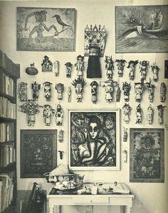 André Breton's kachina dolls at his home, rue Fontaine in Paris. Dolls have been sold in an auction after his death. Poupées kachinas dans l'atelier d(André Breton à Paris, rue Fontaine. Ont été dispersées aux enchères après sa mort.