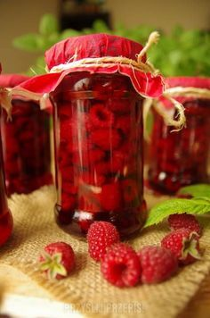 Maliny w soku własnym Polish Recipes, Canning Recipes, Yummy Snacks, Healthy Drinks, Catering, Food To Make, Cake Recipes, Raspberry, Mason Jars