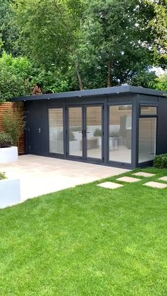 Tour with Martin Baker around this Combination Garden Room we installed at a lovely home in Tunbridge Wells, Kent. Secure Storage + Large Changing Room with Bathroom. All year round use. Pergola Metal, Pergola Carport, Pergola Shade, Backyard Office, Backyard House, Backyard Landscaping, Garden Office Shed, Backyard Studio, Summer House Garden