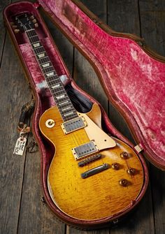 Guitar Solo, Music Guitar, Cool Guitar, Acoustic Guitar, Gibson Epiphone, Gibson Guitars, Unique Guitars, Vintage Guitars, Vintage Les Paul