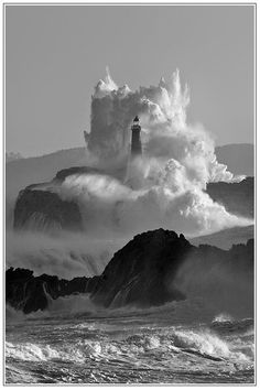 HAVE A NICE DAY,,,,,,,,(Crashing Waves Up And Around Lighthouse.)