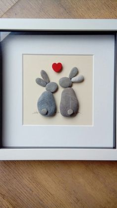 Beautiful Pebble Art Ideas – Steine – and quickly added to our site. Today we share Beautiful Pebble Art Ideas – Steine – great new holiday topics with you. Stone Crafts, Rock Crafts, Arts And Crafts, Pebble Painting, Stone Painting, Caillou Roche, Art Rupestre, Pebble Pictures, Art Diy