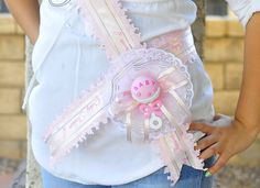Baby Shower Mom To Be It's A Girl Pink Sash Handmade por Sugarlands