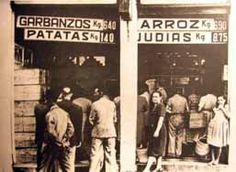 Fotografía de uno de los puntos de reparto del racionamiento. La Guerra Civil Española tuvo una duración aproximada de 7 meses, desde el 18 de Julio de 1936 hasta el 8 de Febrero de 1937, cuando la ciudad es tomada por las tropas sublevadas.