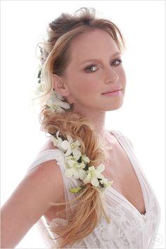 Penteado noiva trança com flores - Casamento (Foto: Felipe Lessa)