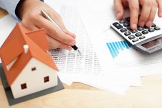 Thinking about investing in real estate to sell or rent out? Discover how to choose the best short term investment property with these tips! Property Investor, Property Tax, Real Estate Investor, Property Values, Investment Companies, Investment Property, Investment Tips, Insurance Companies, Life Insurance