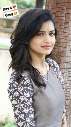 Beautiful Girl Photo, Beautiful Girl Indian, Beautiful Saree, Beautiful Indian Actress, Beautiful Actresses, Beautiful Women, Stylish Dresses For Girls, Dress Clothes For Women, Girls Cuts
