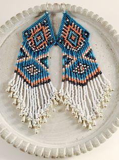 The Rain Dancer Beaded Earrings от Calisi на Etsy Bead Embroidery Patterns, Beaded Bracelet Patterns, Beaded Embroidery, Beading Patterns, Beaded Bracelets, Peyote Patterns, Beaded Earrings Native, Native Beadwork, Bead Earrings